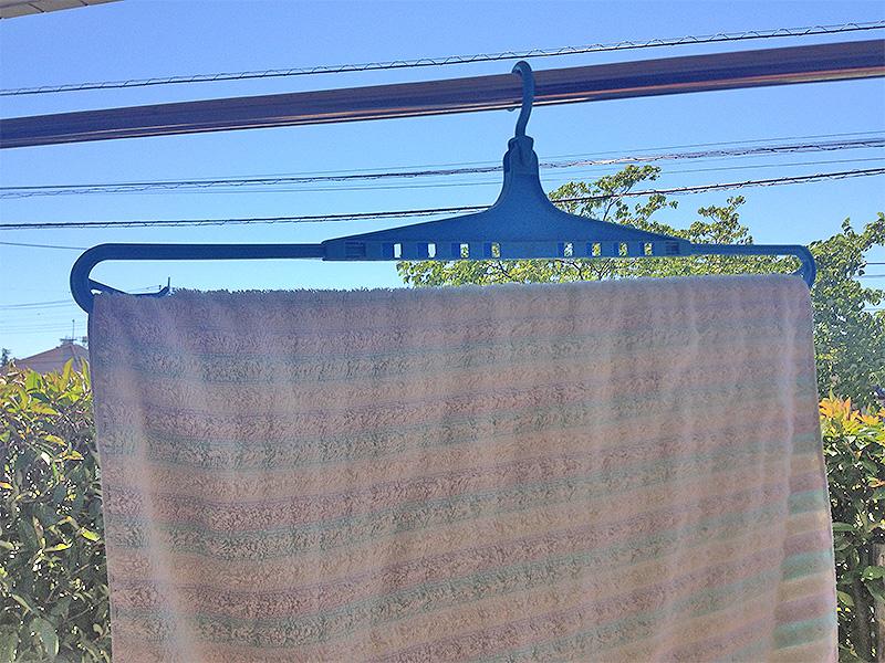 百均の伸びるバスタオル用洗濯ハンガー