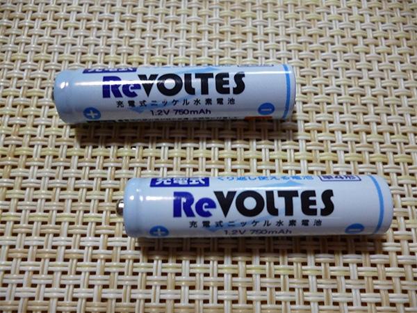 百均の充電式ニッケル水素電池ReVOLTES