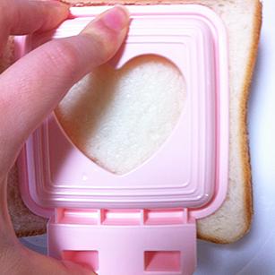 100円ショップの簡単サンドメーカー