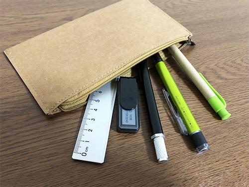 百均のデニムタグの素材で作ったペンケース