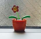 100均の太陽光の花